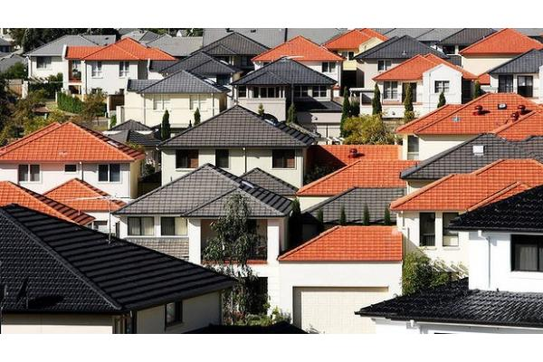 "<a href=""/features/Is-Australias-housing-bubble-about-to-pop.09-22.html"">Is Australia's housing bubble about to pop?</a>"