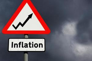BOE quarterly inflation report pushes down the sterling.
