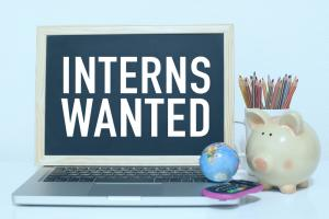 Is there a real link between internships and employment?